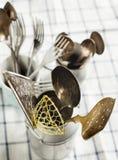 Cuillères, fourchettes et knifes de cru Photo libre de droits