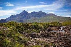 Cuillin和一条曲折河山峰环境美化 免版税库存图片