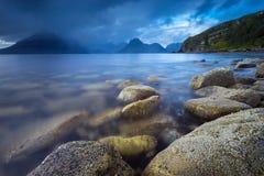 Cuillins που αντιμετωπίζεται μαύρο από την ακτή Elgol Στοκ εικόνες με δικαίωμα ελεύθερης χρήσης