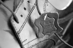Cuir de label d'authenticité pour des chaussures photos libres de droits