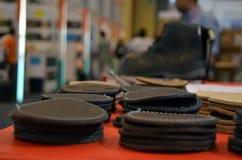 Cuir pour des chaussures élégantes et des bottes Photo libre de droits