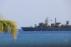 Cuirassé grec de marine près de la plage Photographie stock libre de droits