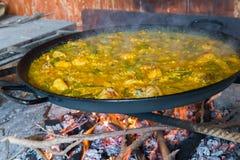 Cuire la Paella à la vapeur photo libre de droits