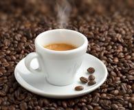 Cuire la tasse à la vapeur de café Image libre de droits