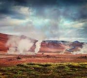 Cuisant la fumerolle à la vapeur en vallée géothermique Hverarond, Image libre de droits