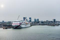Cuise del transbordador amarrado en el puerto de Tallinn Imagenes de archivo
