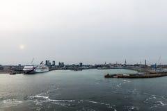 Cuise del transbordador amarrado en el puerto de Tallinn Fotografía de archivo