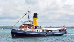 Cuisez la croisière à la vapeur de Tug William C Daldy dans les ports d'Aucland - nouveau Zeala photographie stock libre de droits