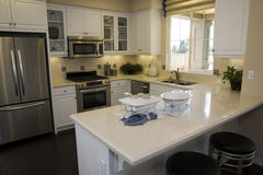 Cuisine à la maison de luxe moderne. Photo stock