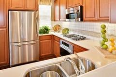 Cuisine à la maison résidentielle images stock
