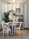Cuisine étagée pour vendre une maison pour les immobiliers Image stock