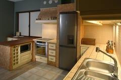 Cuisine bien meublée Photographie stock libre de droits