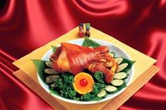 Cuisine chinoise, coudes braisés. Photographie stock