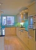 Cuisine dans la maison BRITANNIQUE de luxe 1 Photos stock
