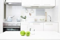 Cuisine dans les couleurs blanches Image stock