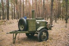 Cuisine de champ soviétique russe de la deuxième guerre mondiale dans l'équipement de la forêt WWII de l'armée rouge Images stock