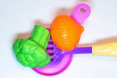 Cuisine de jouet Légumes dans le carter chiquenaude photo stock
