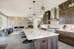 Cuisine de luxe dans une maison de nouvelle construction photo libre de droits