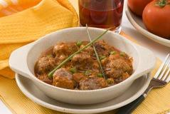 Cuisine espagnole. Boulettes de viande en sauce tomate. Images libres de droits