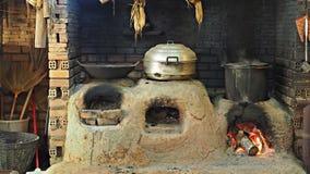 Cuisine familiale locale en Thaïlande avec de vieux pots et casserole images stock