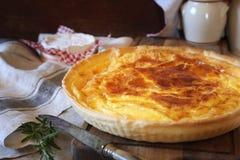 Cuisine française Tarte de fromage de Norman Camembert Images libres de droits