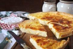 Cuisine française Tarte de fromage de Norman Camembert Image libre de droits
