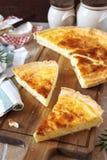 Cuisine française Tarte de fromage de Norman Camembert Photos libres de droits