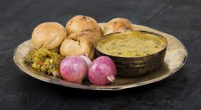 Cuisine indienne Dal Baati image stock
