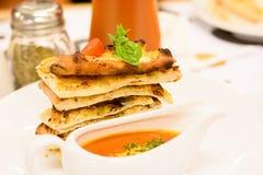Cuisine italienne - Bolonais de lasagne image libre de droits