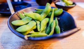 Cuisine japonaise, soja vert bouilli images stock