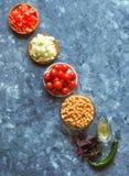 Cuisine - légumes organiques colorés frais, vue supérieure Plan de travail en pierre gris comme fond Disposition avec l'espace de Photos stock