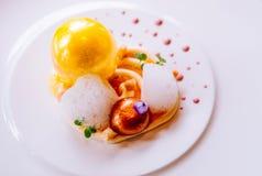 Cuisine moderne de créativité moléculaire de gastronomie, belle nourriture d photos stock