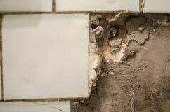 Cuisine modifiée Conditions antihygiéniques vieux mur cassé dans une COMM. photographie stock