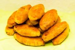Cuisine nationale savoureuse de nourriture de petit pâté de tartes de Pirogi cuite au four photo libre de droits