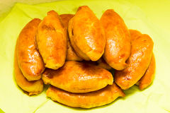 Cuisine nationale savoureuse de nourriture de petit pâté de tartes de Pirogi cuite au four photo stock