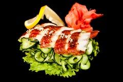 Cuisine populaire nationale japonaise Sushi, riz et poissons Savoureux, a admirablement servi la nourriture dans un restaurant, c photo stock