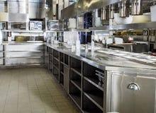 Cuisine professionnelle, compteur de vue en acier images stock