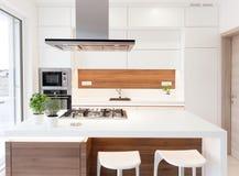 Cuisine simple moderne image stock