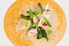 Cuisine traditionnelle de nourriture du thailandais de soupe à Tom Yum avec l'ingrédient photos libres de droits