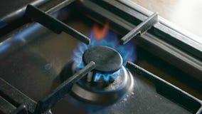 Cuisinière à gaz brûlante clips vidéos