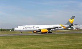 Cuisinier Airbus A300 de Thomas disposant à décoller à l'aéroport de Manchester Photo stock