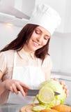 Cuisinier avec des légumes Photo libre de droits