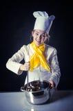 Cuisinier avec la casserole et la casserole Photographie stock libre de droits