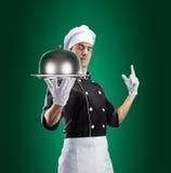 Cuisinier avec la cloche de restaurant avec le couvercle rendu 3D et photo De haute résolution Photos libres de droits