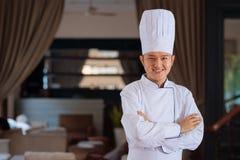Cuisinier beau de jeunes Photo libre de droits
