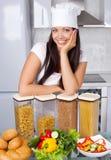 Cuisinier dans la cuisine Photographie stock
