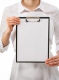 Cuisinier de femme tenant le blanc Photo stock