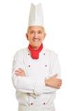 Cuisinier de sourire de chef avec des bras croisés Image libre de droits