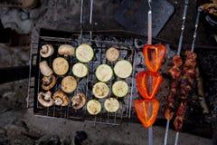Cuisinier grillé de légumes Photos stock