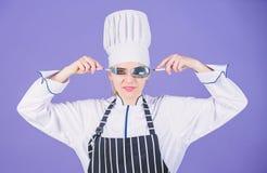 Cuisinier professionnel d'?cole culinaire Acad?mie d'arts culinaires Concept culinaire d'?cole Prise professionnelle de chef de f images stock